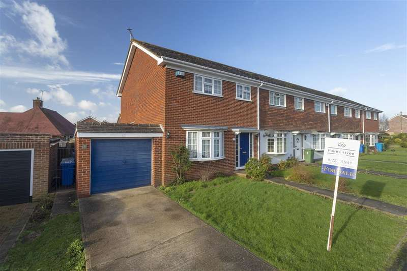 3 Bedrooms Semi Detached House for sale in Highview Close, Boughton-under-Blean