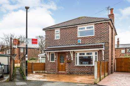3 Bedrooms Detached House for sale in Wentworth Avenue, Urmston, Manchester, Greater Manchester