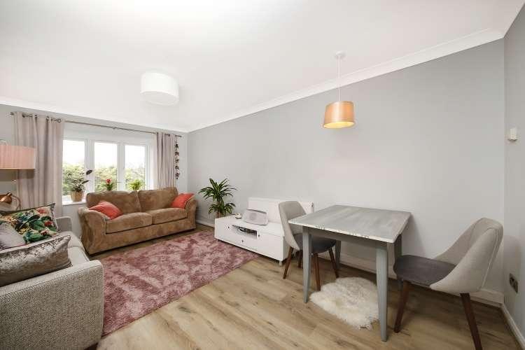 1 Bedroom Flat for sale in Burnt Ash Hill London SE12