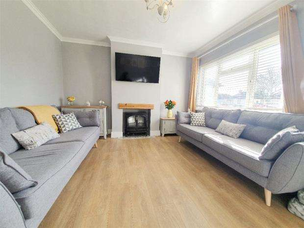 3 Bedrooms Semi Detached House for sale in Bridgemary Avenue, Gosport, Hampshire