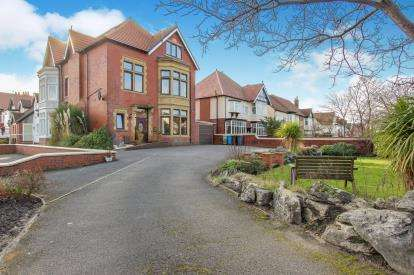 4 Bedrooms Semi Detached House for sale in Clifton Drive South, Lytham St Anne's, FY8