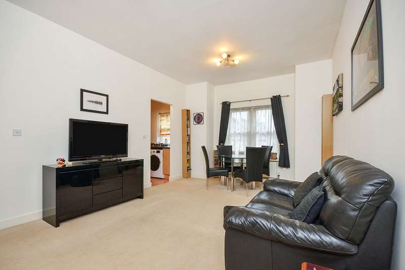 2 Bedrooms Apartment Flat for sale in Langley House, Marigold Way, Maidstone, Kent, ME16
