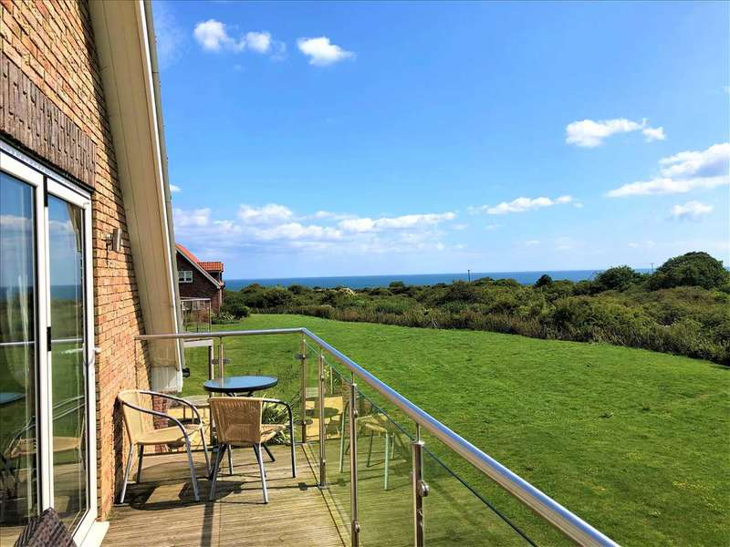 4 Bedrooms House for sale in Britannia Drive, The Bay, Filey