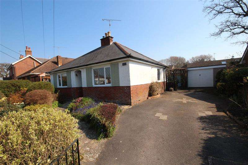 2 Bedrooms Bungalow for sale in Gorley Road, Ringwood, Hampshire, BH24