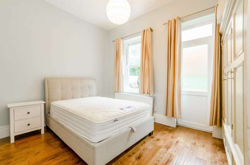 2 Bedrooms Flat for sale in Alexandra Mansions, Hornsey, N8