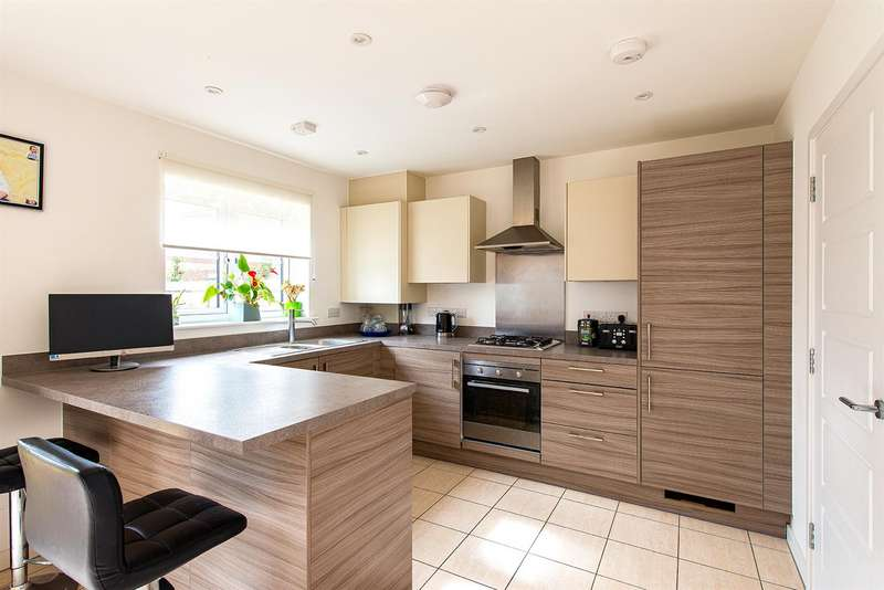3 Bedrooms Detached House for sale in Stede Avenue, Sittingbourne