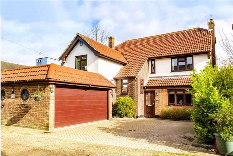 6 Bedrooms Detached House for sale in The Plain, Epping, Essex