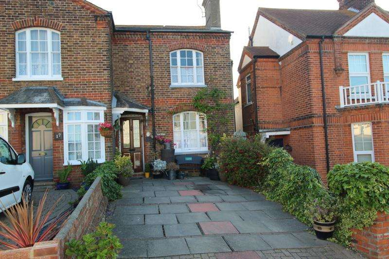 2 Bedrooms End Of Terrace House for sale in Crescent Road, Walton-On-The-Naze