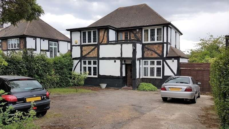 3 Bedrooms Detached House for sale in Old Church Lane, Kingsbury