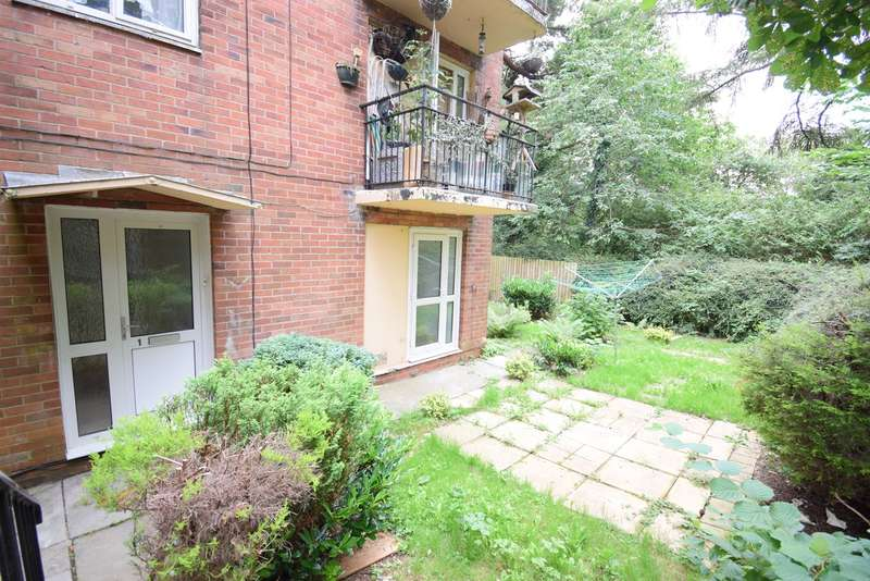 2 Bedrooms Ground Flat for sale in Hillside Court, Pontnewydd, Cwmbran, NP44
