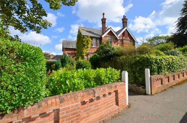 3 Bedrooms Flat for sale in Cavendish Place, Dean Park, Bournemouth