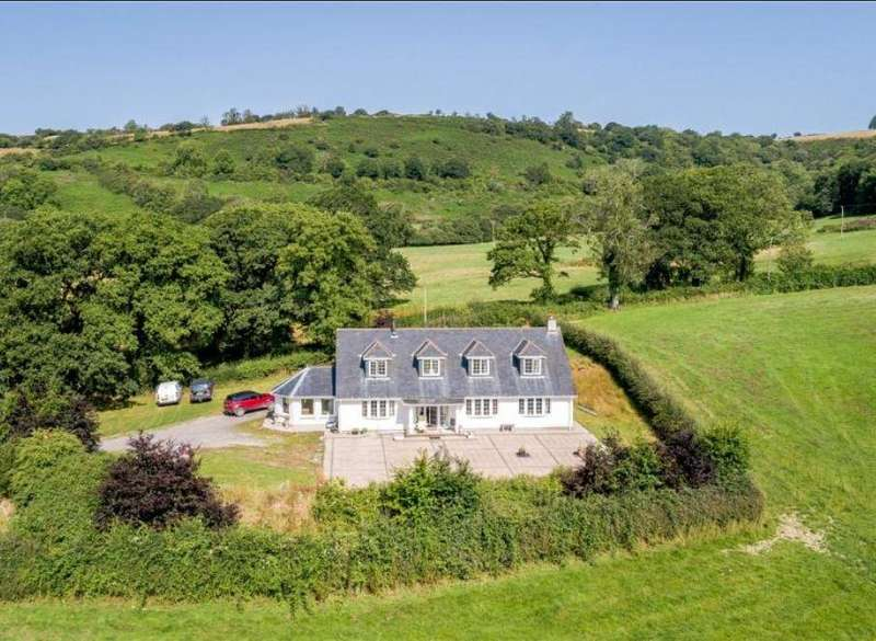 4 Bedrooms Property for sale in Llanfynydd, Nr Carmarthen