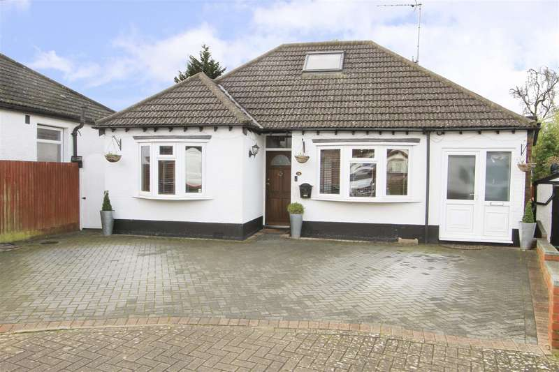 6 Bedrooms Chalet House for sale in Athol Close, Pinner, HA5