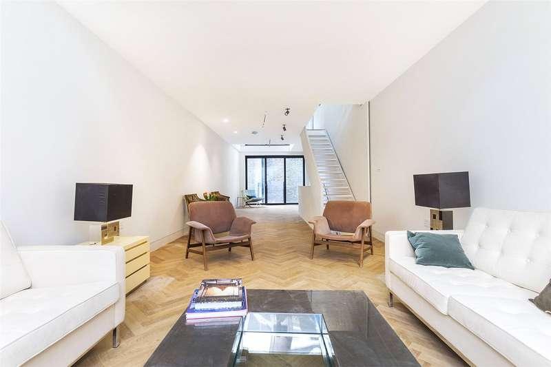 3 Bedrooms Flat for sale in Hatton Wall, London, EC1N