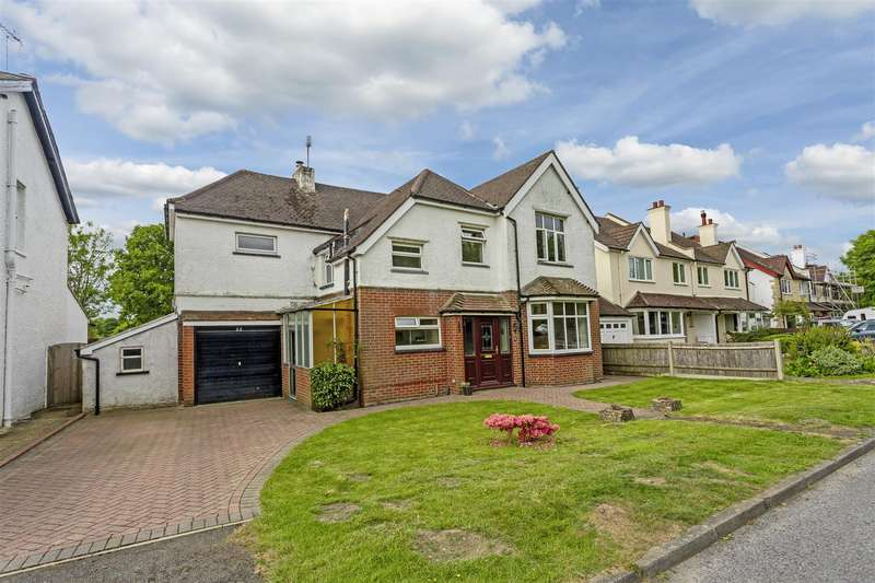 4 Bedrooms Detached House for sale in Chipstead Road, Banstead