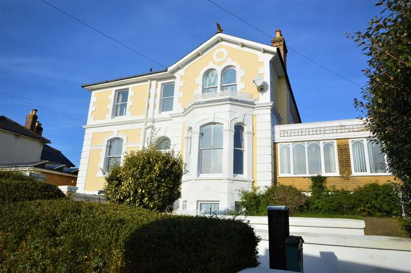 6 Bedrooms Detached House for sale in plus 2 bed garden apartment & 1 bed annexe