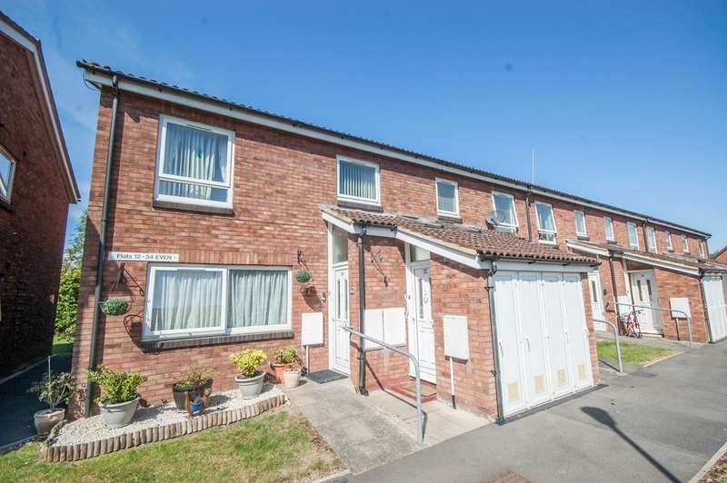 2 Bedrooms Maisonette Flat for sale in Nicholas Court, Newlands Spring, Chelmsford, CM1