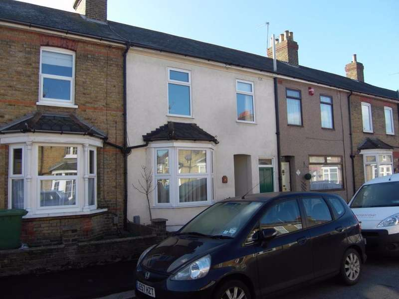 3 Bedrooms Terraced House for rent in Forest Road, Cheshunt, Hertfordshire