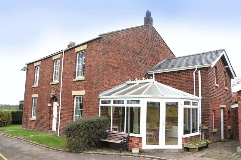 5 Bedrooms Detached House for sale in Myerscough, Bilsborrow, Lancashire, PR3