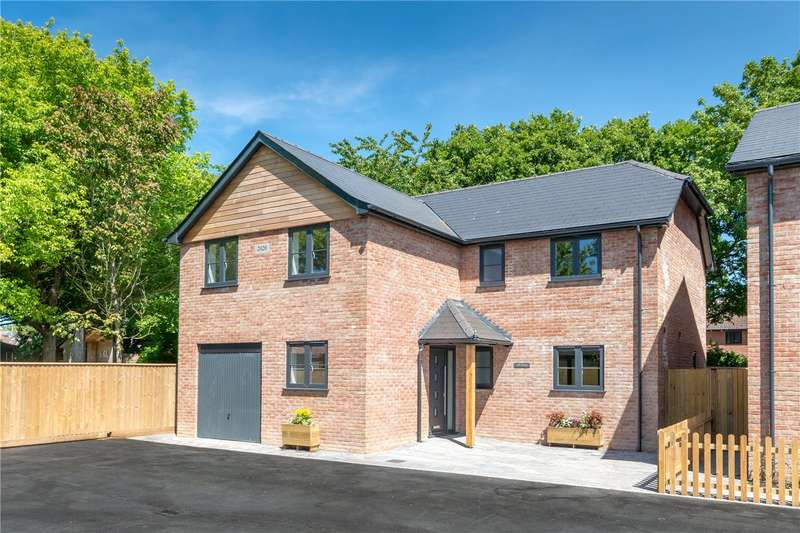 4 Bedrooms Detached House for sale in The Yard, Station Road, Sway, SO41