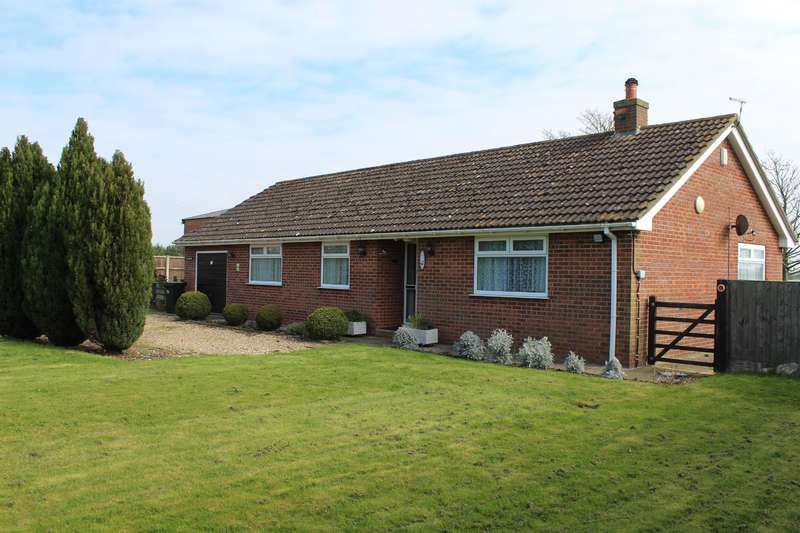 3 Bedrooms Bungalow for rent in Green Lane, Thorpe St. Peter