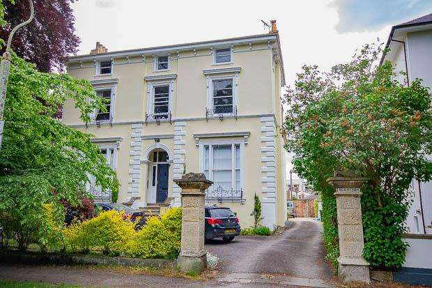 1 Bedroom Apartment Flat for sale in Pittville Crescent, Cheltenham, GL52 2QZ