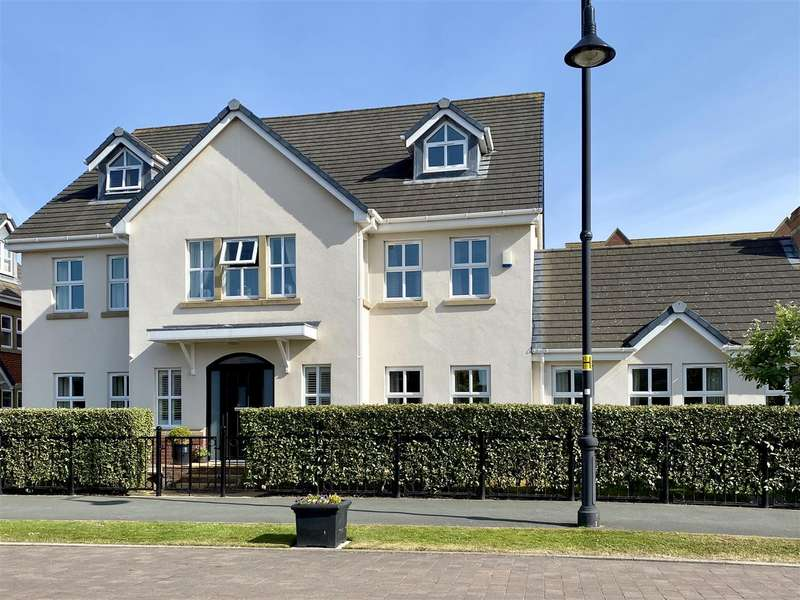 6 Bedrooms Detached House for sale in Victory Boulevard, Lytham