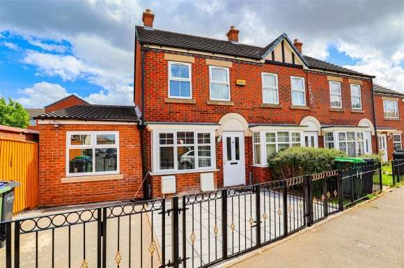 3 Bedrooms Detached House for sale in Earl Street, West Bromwich