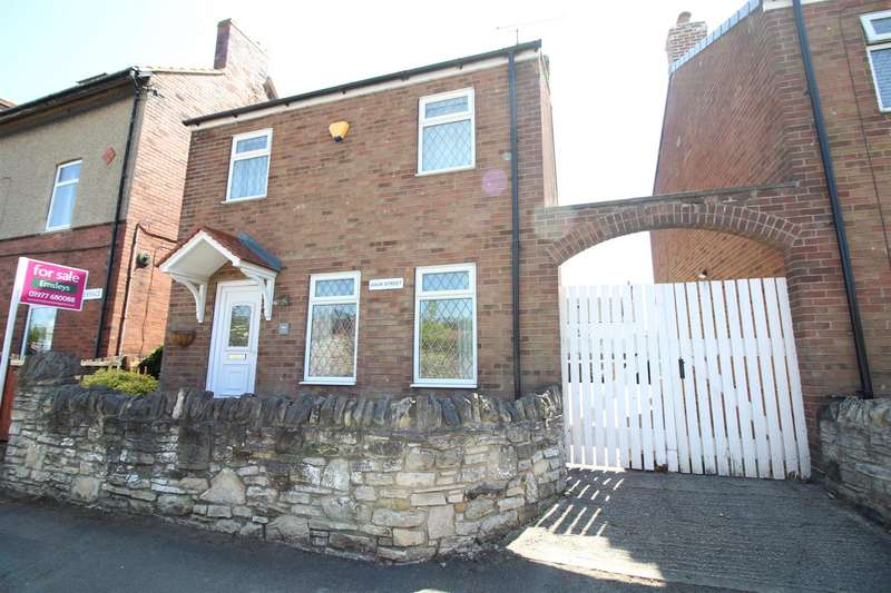 3 Bedrooms Detached House for sale in Gauk Street, Fairburn, Knottingley