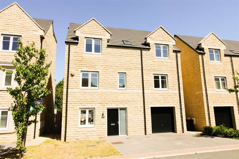 4 Bedrooms Detached House for sale in Harewood Drive, Bradford, Bradford, BD10 0TX