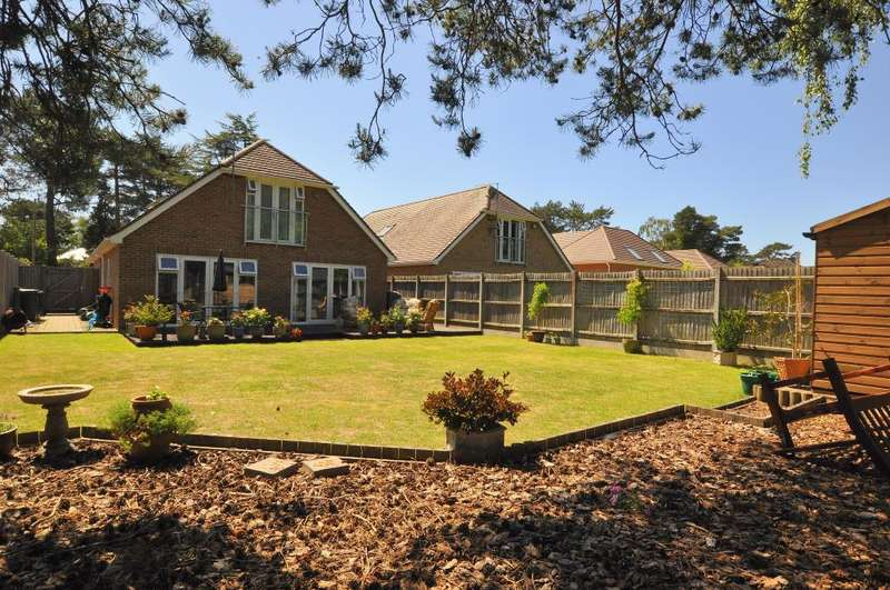 4 Bedrooms Chalet House for sale in Lions Lane, Ringwood, BH24 2HN