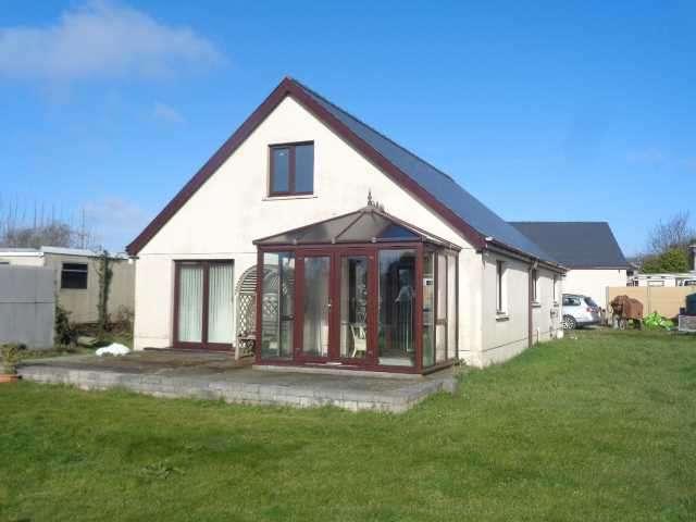 2 Bedrooms Detached Bungalow for sale in Pemberley, Crossways, Honeyborough, NEYLAND