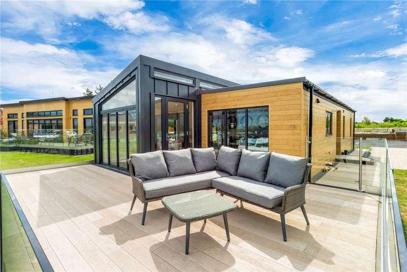 2 Bedrooms Parking Garage / Parking for sale in Maidenhead Road, Windsor, Berkshire, SL4