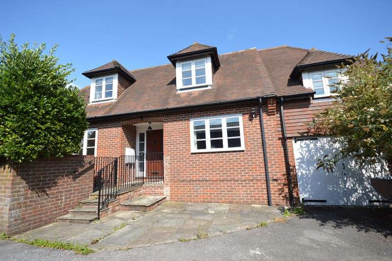 3 Bedrooms Detached House for sale in St. Thomas Park, Lymington, Hampshire, SO41