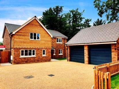 4 Bedrooms Detached House for sale in Harlington Manor, Westoning Road, Harlington