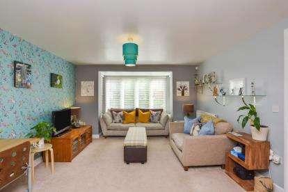 4 Bedrooms Link Detached House for sale in Bewdley Grove, Broughton, Milton Keynes, Bucks
