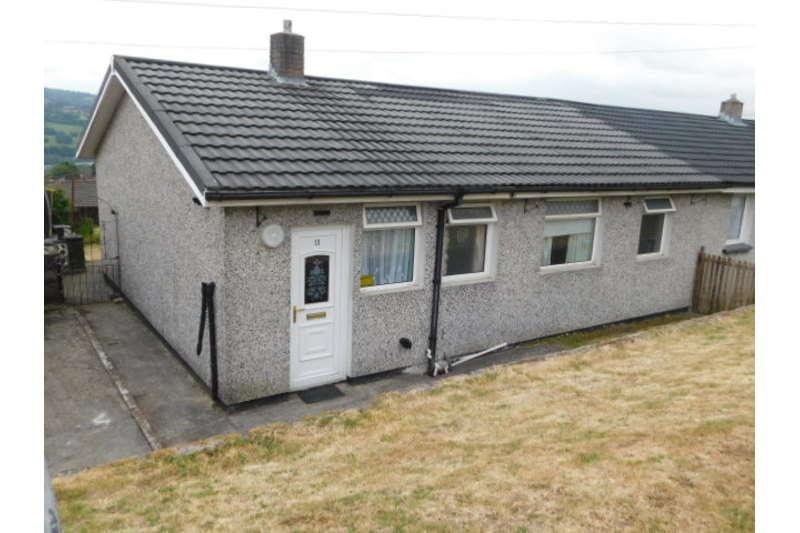 3 Bedrooms Bungalow for sale in Coronation Crescent, Pantside, Newbridge