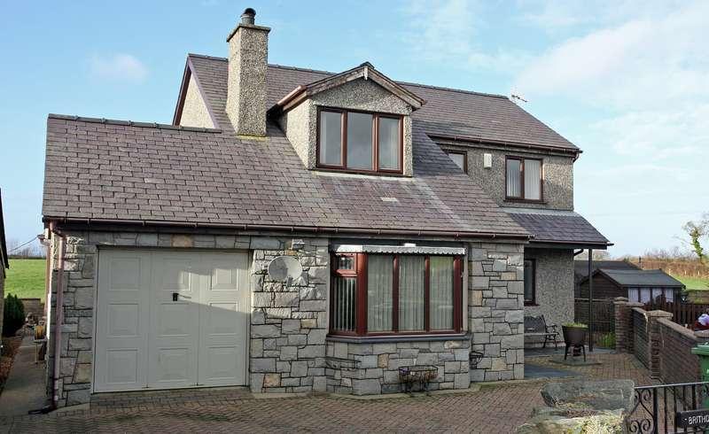 3 Bedrooms Detached House for sale in Bethesda Bach, Caernarfon, Gwynedd, LL54