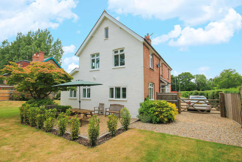 4 Bedrooms Detached House for sale in Town Hill, Lingfield