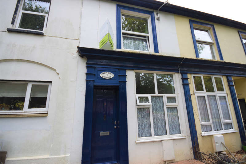 2 Bedrooms Terraced House for sale in Queens Road, Freshwater