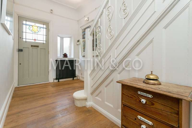 4 Bedrooms Property for sale in Langley Drive E11