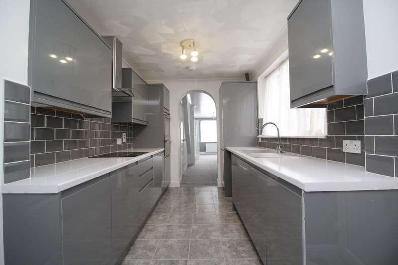 3 Bedrooms House for sale in Magpie Hall Road, Chatham, Kent, ME4