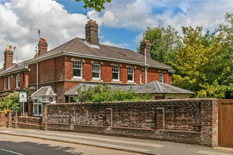 4 Bedrooms Detached House for sale in St. Pauls Hill, Fulflood, Winchester, SO22