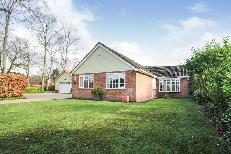 3 Bedrooms Bungalow for sale in The Chase,Arnhem Way, Woodhall Spa, Lincolnshire, LN10