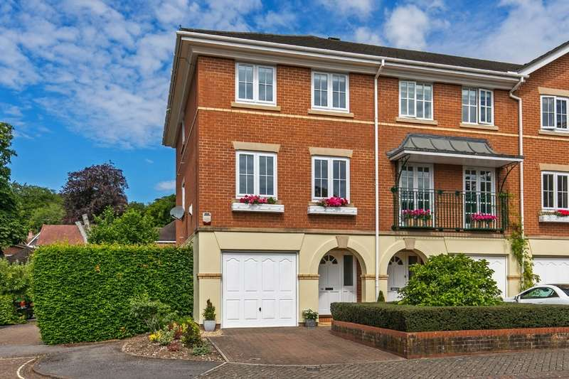 3 Bedrooms Town House for sale in Wentworth Grange, Winchester, SO22