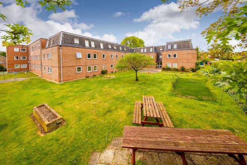 2 Bedrooms Flat for sale in Grove Court, Church End, Arlesey SG15 6UZ