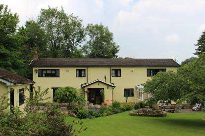 4 Bedrooms Detached House for sale in Ffrwd, Cefn-Y-Bedd, Wrexham, LL12