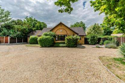 4 Bedrooms Bungalow for sale in Fowlmere, Royston, Cambridgeshire