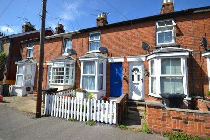 2 Bedrooms Terraced House for sale in Burnham-On-Crouch, Essex, .
