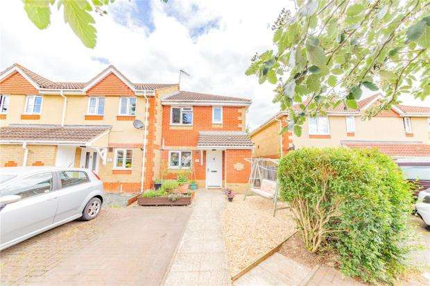 3 Bedrooms End Of Terrace House for sale in Cumbria Court, Farnborough, Hampshire